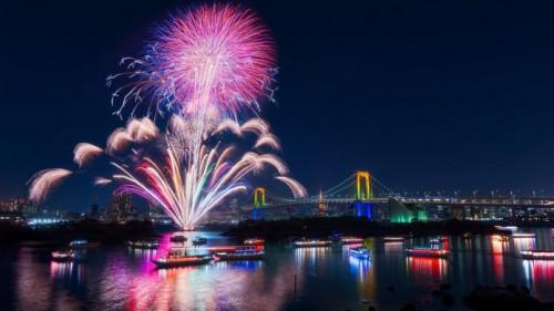 Vé xem lễ hội pháo hoa Đà Nẵng lên đến 2 triệu đồng