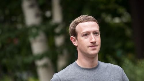 Ông chủ Facebook bị yêu cầu từ chức sau bê bối bán thông tin 50 triệu người dùng