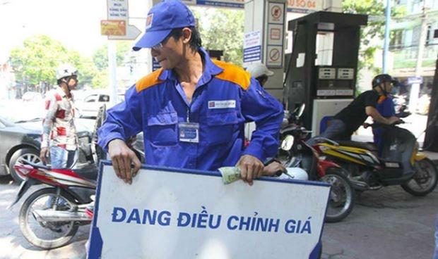 Xăng dầu đồng loạt tăng giá, RON 95 tăng thêm 600 đồng, E5 tăng 500 đồng/lít