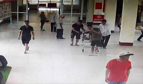 Hà Tĩnh: Cảnh sát khống chế người đàn ông gây án lực với bác sĩ khi đang cấp cứu thai phụ