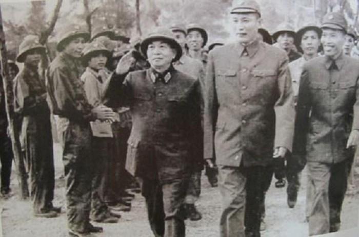 trung tuong dong sy nguyen canh dai bang tren day truong son