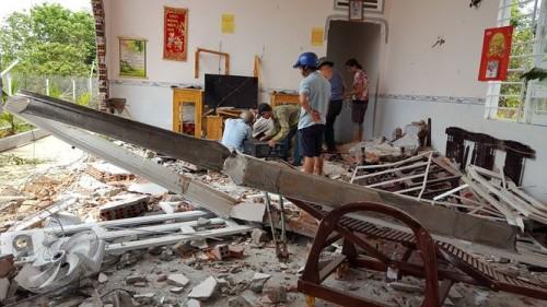 Đắk Lắk: 6 người may mắn thoát nạn khi e container mất lái tông sập nhà