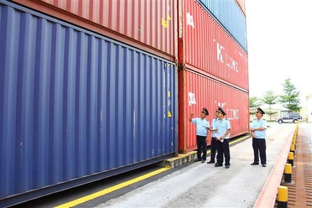 118 container chua xe xe bmw tai cang cat lai van dang vo chu