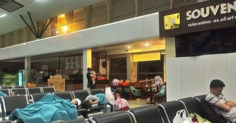 vietnam airlines noi gi ve 3 lan phai doi may bay chang da nang ha noi