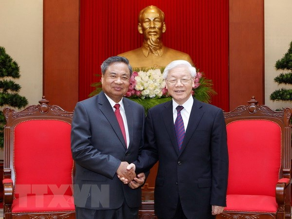 Tổng Bí thư tiếp Đoàn Ban Tổ chức Trung ương Đảng NDCM Lào