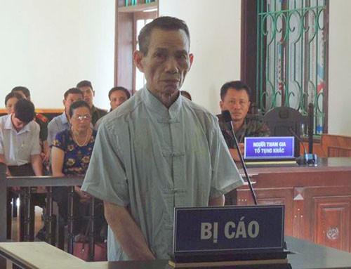 Bảo vệ 73 tuổi cưỡng bức bé gái trong nhà vệ sinh trường học bị phạt 12 năm tù