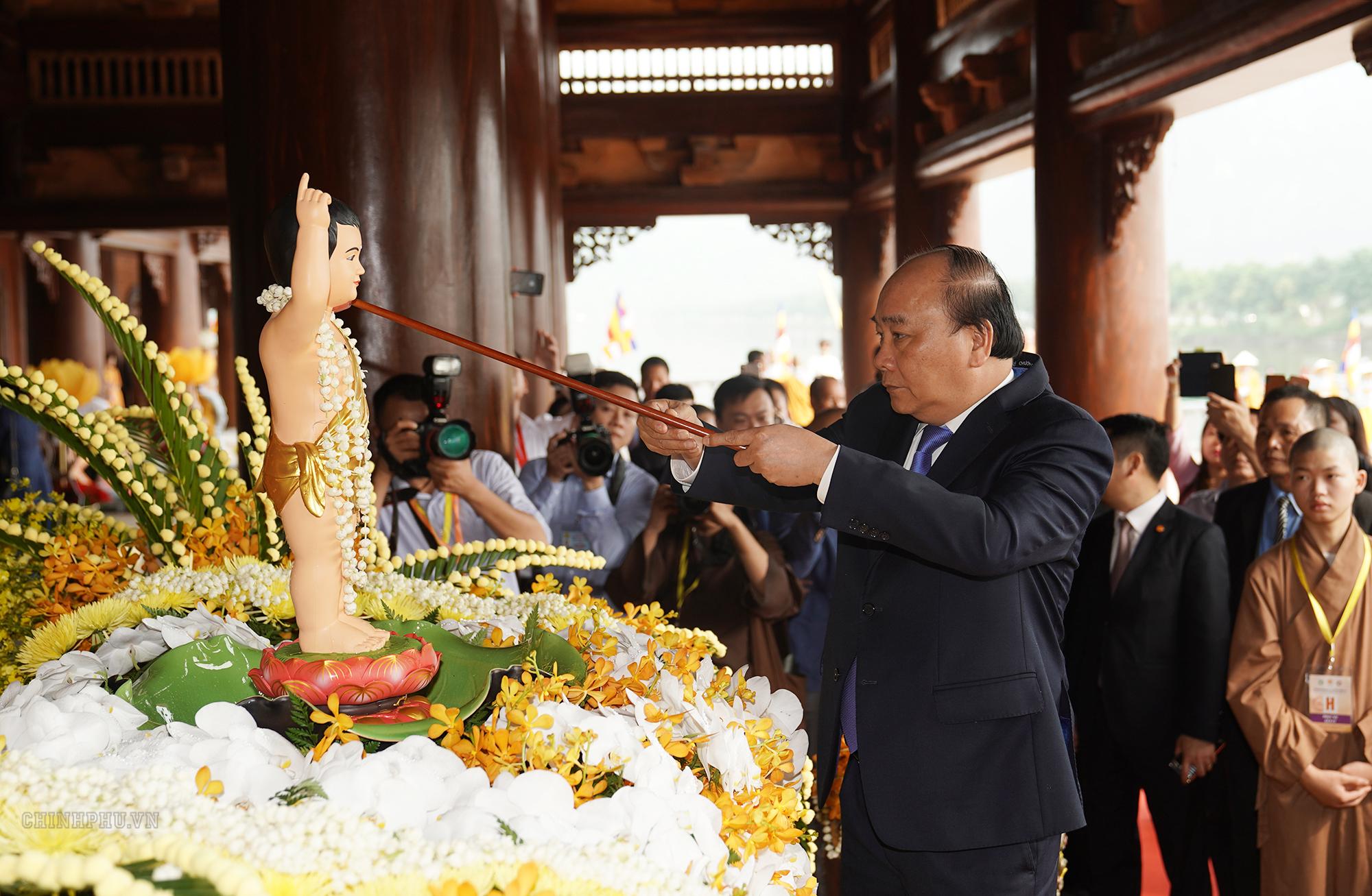 thu tuong dai le vesak da vuot tren mot le hoi van hoa ton giao thong thuong