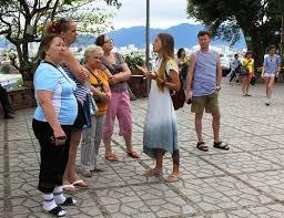Sử dụng người nước ngoài hướng dẫn du lịch tại Việt Nam bị phạt tới 90 triệu đồng