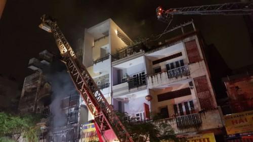 TPHCM: Hỏa hoạn ở khu Chợ Lớn, điều động hơn 130 cảnh sát PCCC đến dập lửa