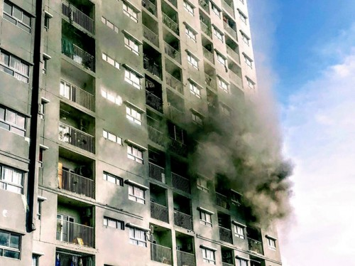 TPHCM: Cháy tầng 6 chung cư I-Home, hàng trăm cư dân hoảng loạt chạy ra ngoài tòa nhà