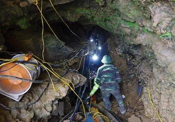 Lào Cai: Tìm thấy thi thể nạn nhân mắc kẹt trong hang đá