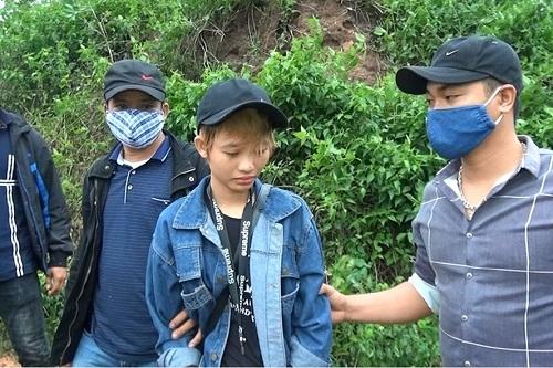Thiếu nữ 17 tuổi mang hơn 4000 viên ma túy vào Việt Nam