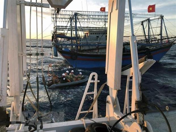 Vụ 9 ngư dân tàu NA 95899 TS mất tích: Đã nâng được mũi tàu đắm lên