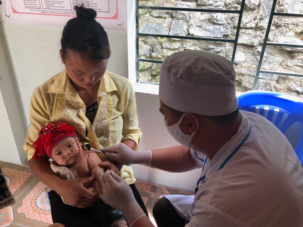 WHO: 20 triệu trẻ em chưa tiêm vaccine sởi, bạch hầu, uốn ván