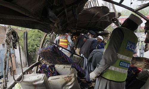 phien quan pakistan danh bom xe cho cong nhan trung quoc