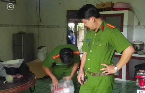 Cảnh sát phát hiện sợi dây hung khí tại hiện trường vụ thảm án 3 người ở Tiền Giang