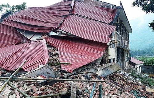 Trường tiểu học ở Thanh Hóa đổ sập trong lúc đang sửa chữa