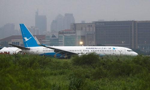 Máy bay Trung Quốc chở 165 người trượt khỏi đường băng
