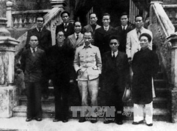 cach mang thang tam 1945 moc son choi loi trong dong chay lich su