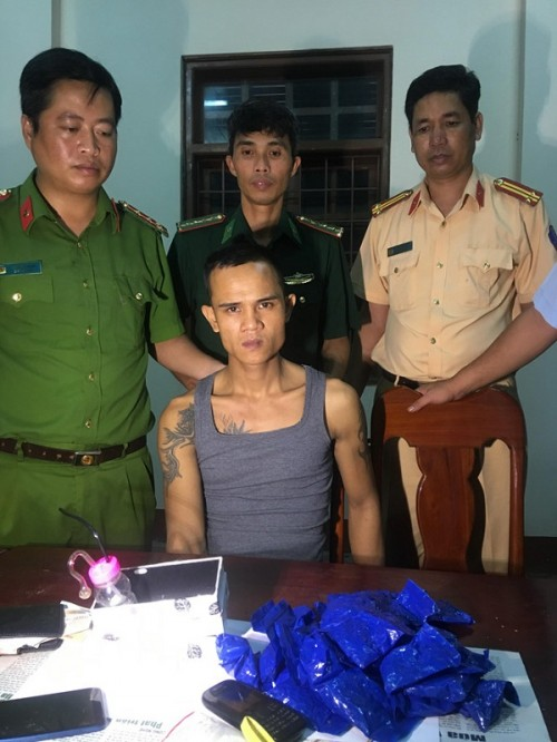 Truy đuổi 20km, bắt đối tượng vận chuyển 5.800 viên ma túy tổng hợp