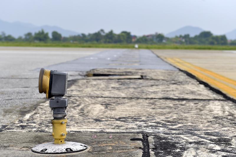Xuất hiện tình trạng nứt dọc đường cất-hạ cánh tại sân bay Nội Bài
