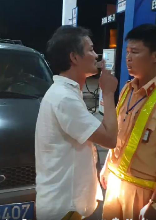 Thông tin mới vụ tài xế xe biển xanh tát CSGT ở Thanh Hóa