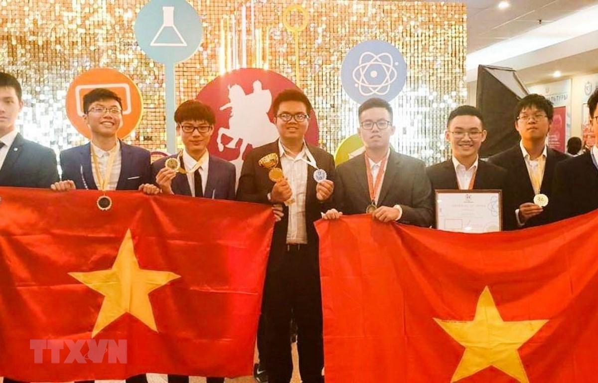 Cả 8 học sinh dự Cuộc thi Olympic Quốc tế Moscow lần IV đều đoạt giải