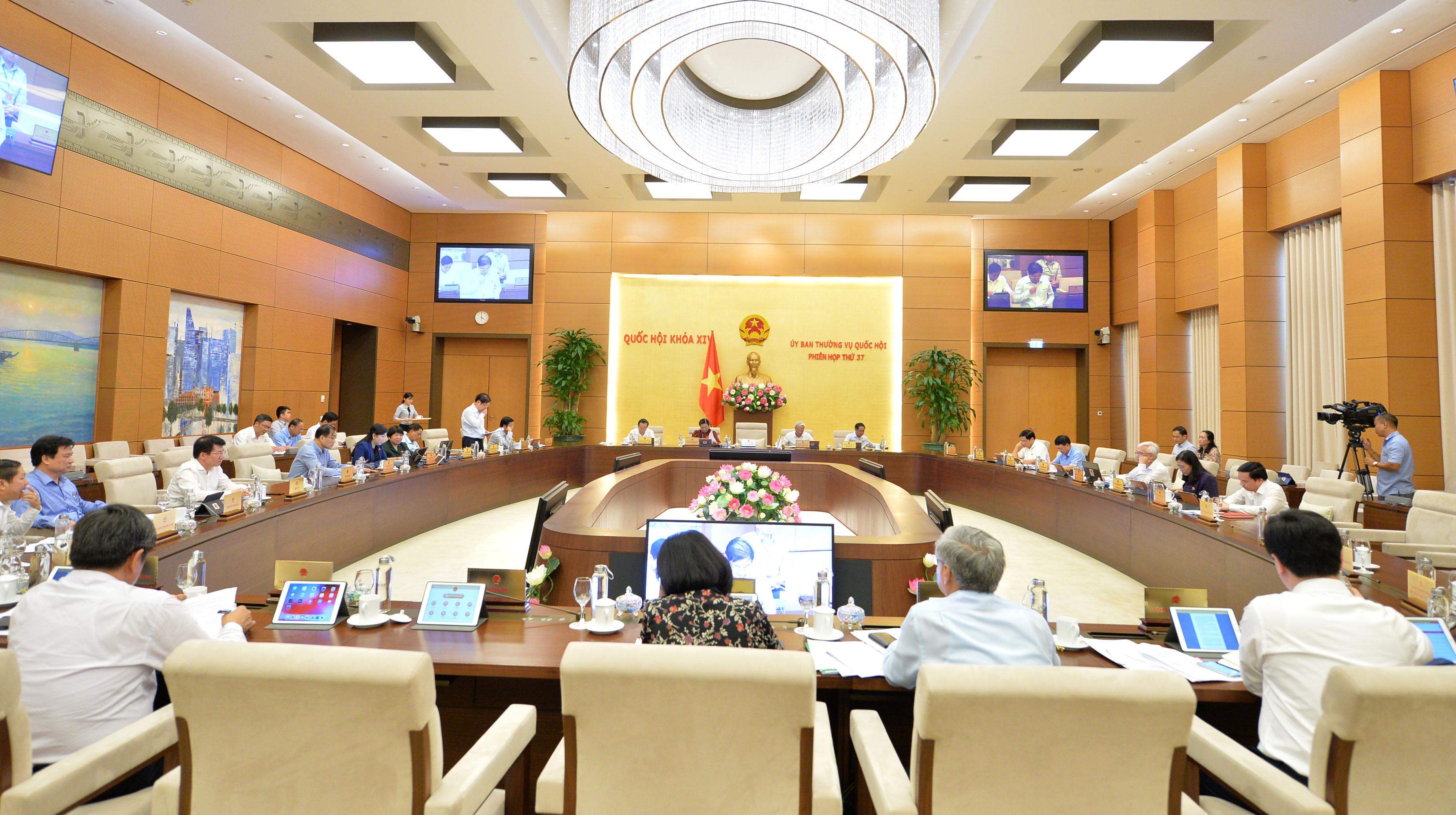 UBTVQH cho ý kiến về Luật Xây dựng sửa đổi, dự thảo Đề án phát triển vùng dân tộc thiểu số