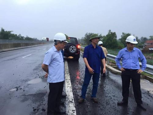 Thứ trưởng Bộ GTVT phê bình những đơn vị thi công, quản lý và giám sát đường cao tốc Đà Nẵng - Quảng Ngãi