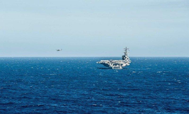 Trực thăng MH-60 Seahawk rơi trên boong mẫu hạm USS Ronald Reagan của Mỹ