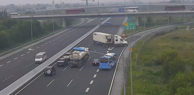 Đã tìm ra tài xế điều khiển xe container quay đầu, đi ngược chiều trên cao tốc Hà Nội - Hải Phòng