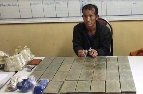 Sơn La: Bắt giữ đối tượng vận chuyển 30 bánh heroin cùng 15 túi ma tuý tổng hợp
