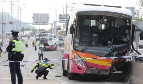 hong kong xe buyt tong taxi tren cao toc it nhat 5 nguoi thiet mang 32 nguoi khac bi thuong