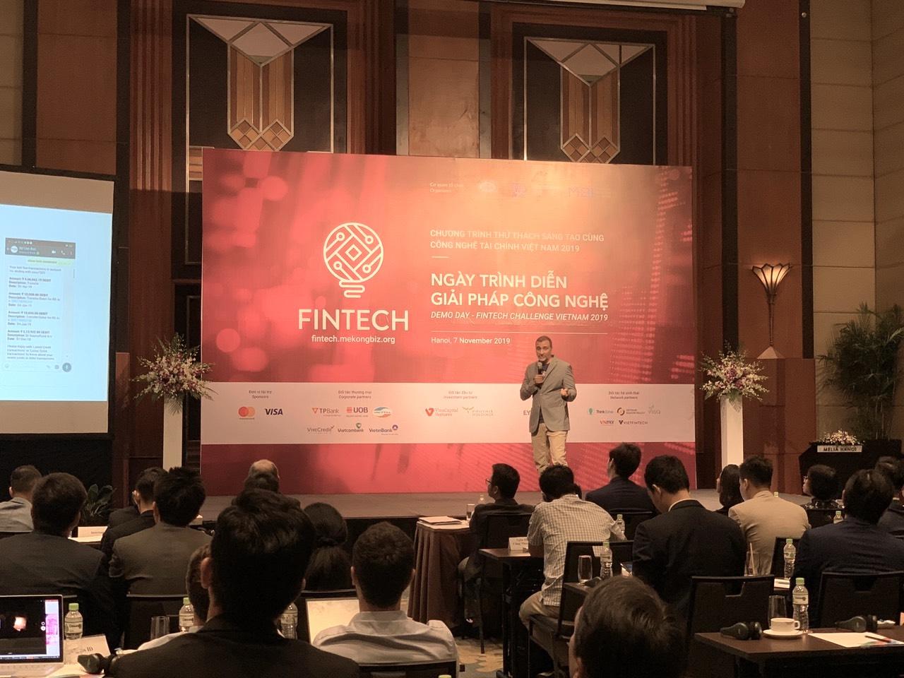 Trình diễn giải pháp công nghệ tài chính ngân hàng 2019