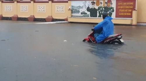 Đà Nẵng: Mưa lớn kéo dài nhiều giờ, nhiều tuyến đường ngập sâu
