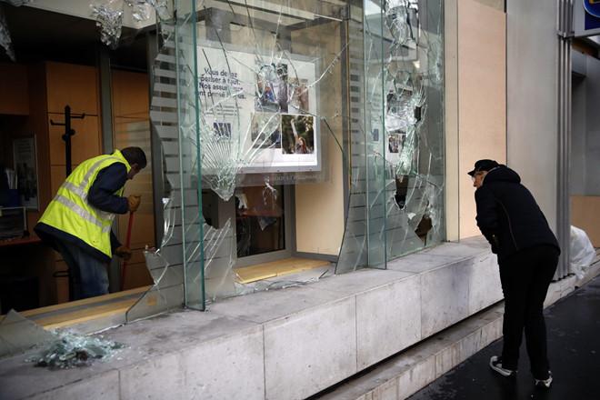 Pháp bắt giữ hơn 1.700 người vì sợ bạo loạn sẽ thành 'thảm họa'