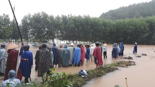 Thừa Thiên - Huế: Nam thanh niên bị nước lũ cuốn trôi khi đi qua đập tràn