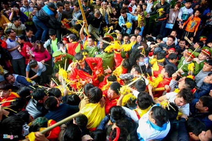 Bỏ lễ phát lộc Chùa Hương, Hội Gióng: Các chuyên gia văn hóa nói gì?