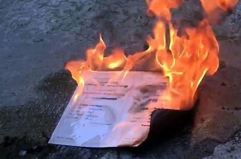 Cựu sinh viên ĐH Kinh tế TP HCM đốt bằng đại học do mâu thuẫn gia đình