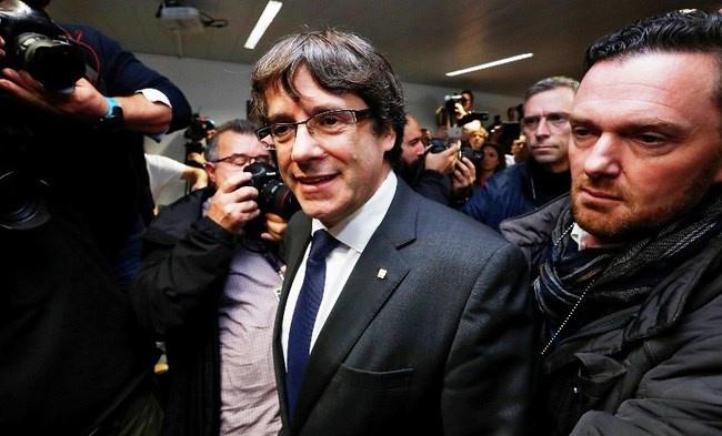 Tây Ban Nha lại phát lệnh truy nã cựu Thủ hiến vùng Catalonia