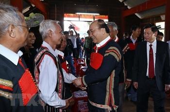 thu tuong tang qua doi tuong chinh sach ho dan toc thieu so ngheo