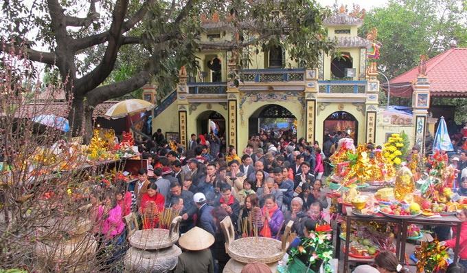 Những đền, chùa đông nghịt khách dịp cuối năm