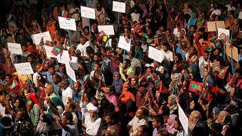 khung hoang chinh tri tong thong maldives ban bo tinh trang khan cap