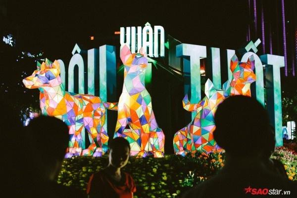 Hàng nghìn người đổ về đường hoa Nguyễn Huệ trong đêm khai mạc