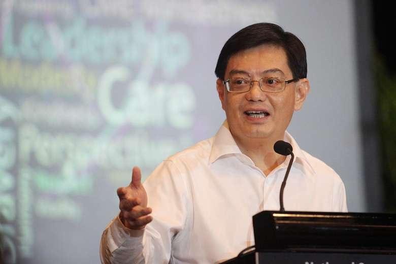 Thu dư ngân sách hơn 7 tỷ USD, Singapore 'lì xì' toàn dân