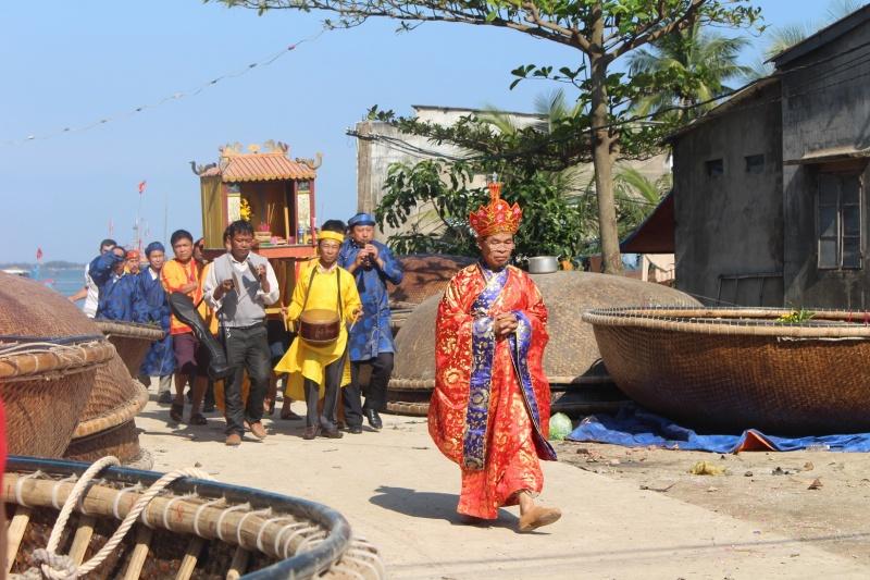 Ngư dân Quảng Nam đổ về cửa biển rước Nghinh thần cá ông