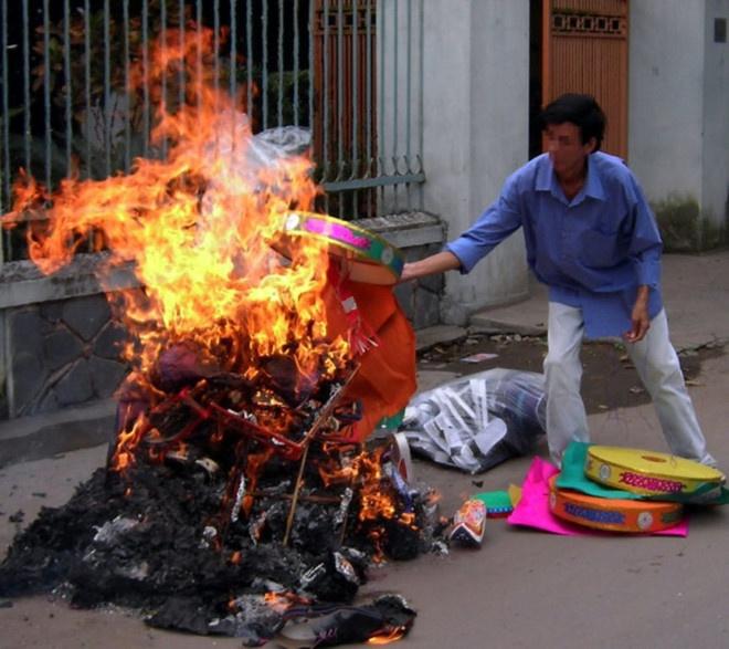 Giáo hội Phật giáo đề nghị bỏ đốt vàng mã ở chùa