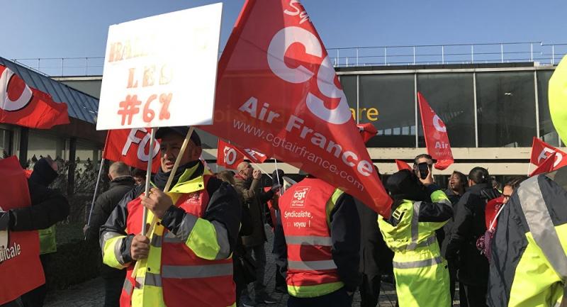 Hàng không Pháp Air France giảm 50% số chuyến bay đường dài do đình công