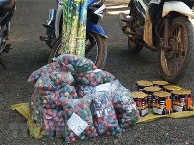 tam giu doi tuong mua ban van chuyen phao trai phep