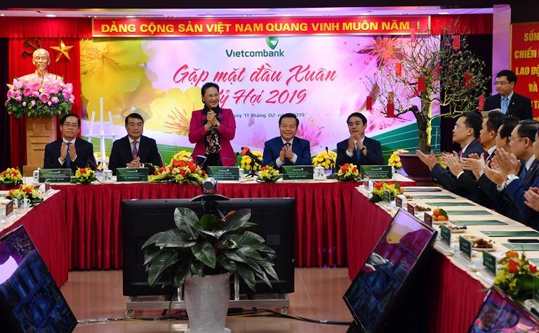 Chủ tịch Quốc hội thăm, làm việc tại Vietcombank